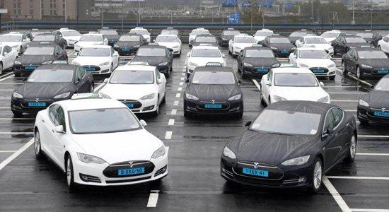 Tesla taxi's Schiphol