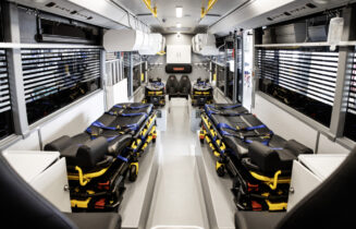 Setra Low Entry wird zum Krankenwagen mit vier IntensivbettenSetra Low Entry converted into an ambulance with four intensive care beds